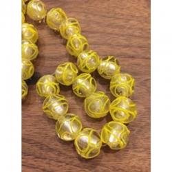 Glasperlen mit silberfolie und gelben ..