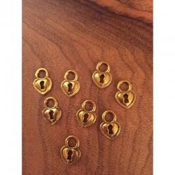 Kl Herz-Anhänger mit Schlüsselloch. 17.5x 12mm, gold-antik.