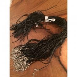Gummihalsband, 50 cm lang, 1.8mm dm, mit verlängerungskettchen und einseitig offen