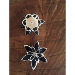 Strassblume schwarz, auch als verbinder verwendbar. 35x30mm