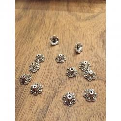 10 stk Perlenkappen, Blume 10mm dm, 6mm dick, bohrung 1mm